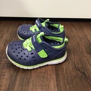 fe94664be416 London Fog Mud Puppies Sneaker Sandal Water Shoes